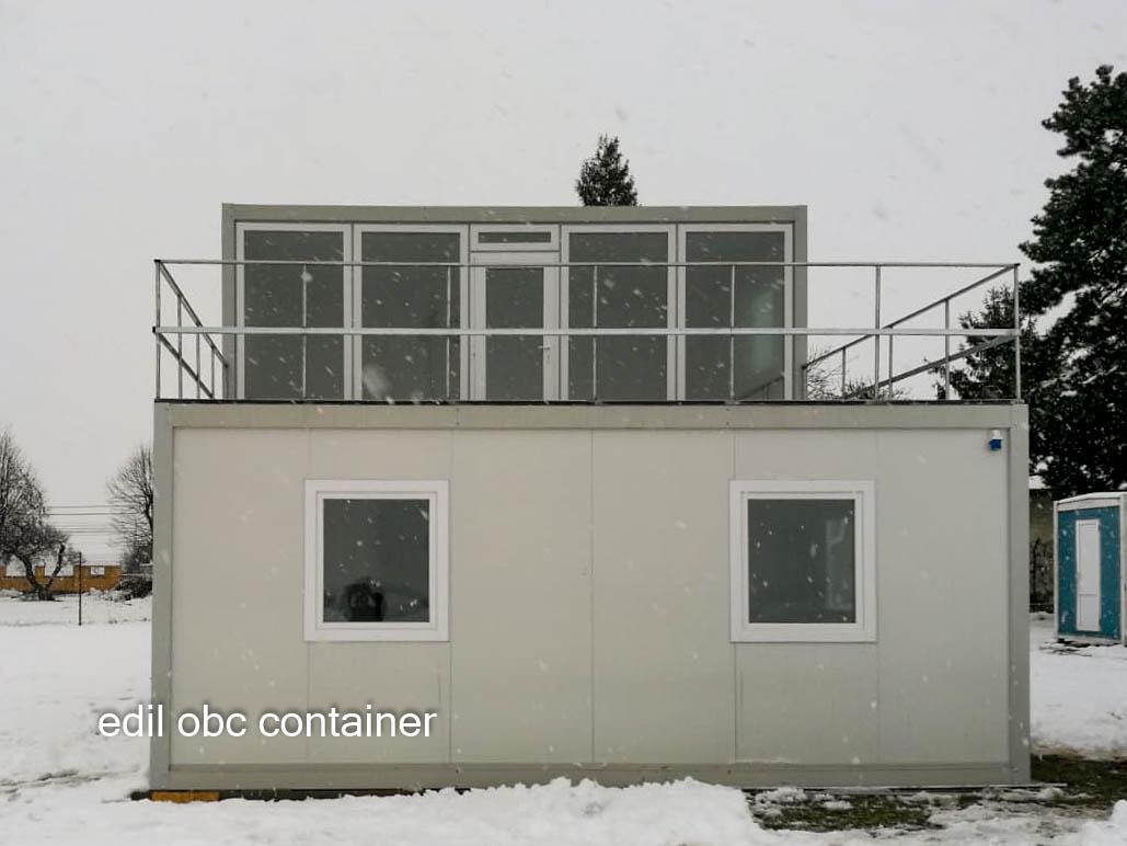 container cu etaj si terasa mare