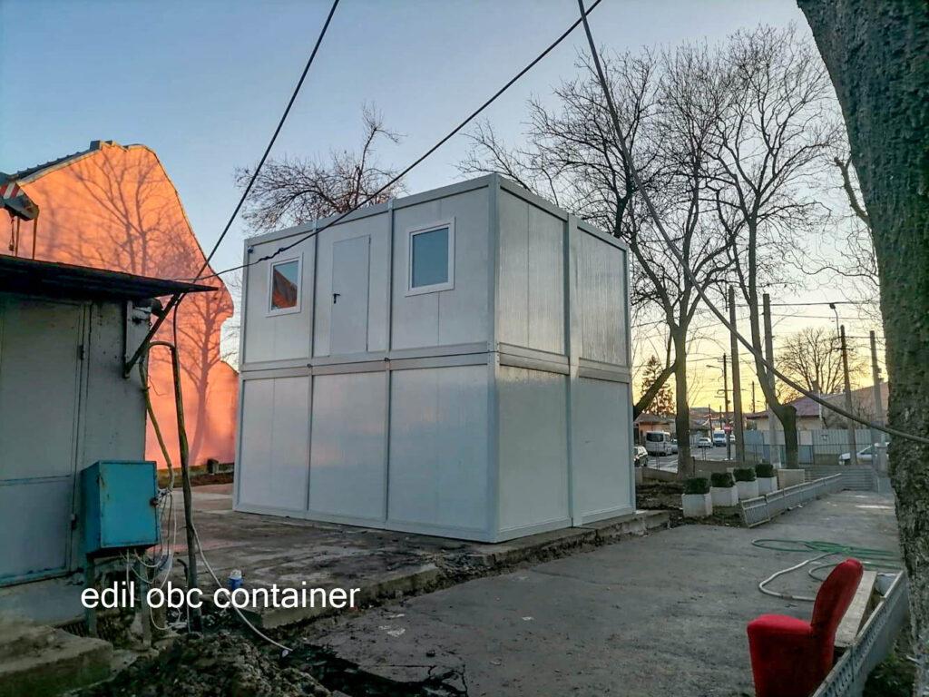 case containere etaj curte